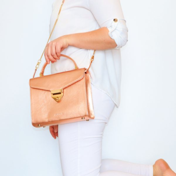 b2ac3906618d BUCKET LEATHER BAG IN DUSTY PINK – Armadillo