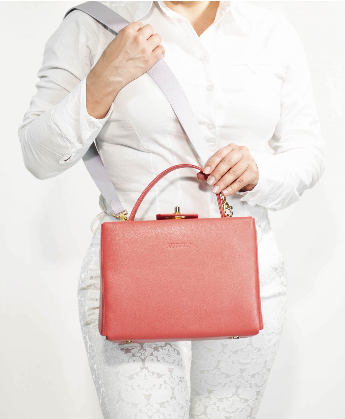 armadillo-leather-handbags-totes-wallets-clutches-backpack-small-leather-goods-accessories-office-travel-gifts-in-canada-img-slide-handbag-kate-spade-purse-boxbag-box-bag-coral-lillac-03