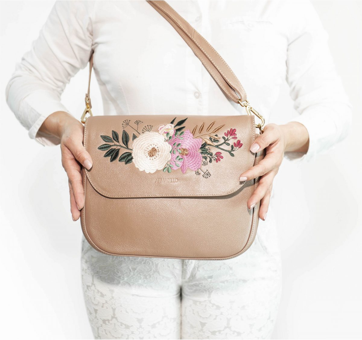 armadillo-leather-handbags-totes-wallets-clutches-backpack-small-leather-goods-accessories-office-travel-gifts-in-canada-nona-embroidery-almond-tan